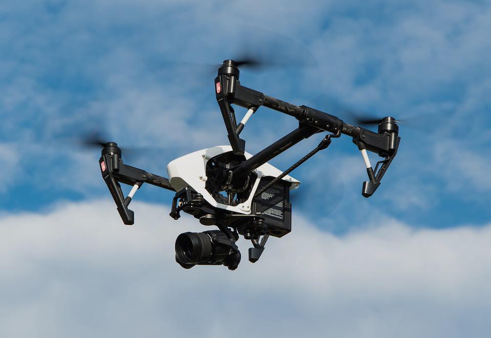 drone-1080844_960_720-opacite